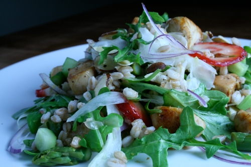 Fruity farro salad with chicken